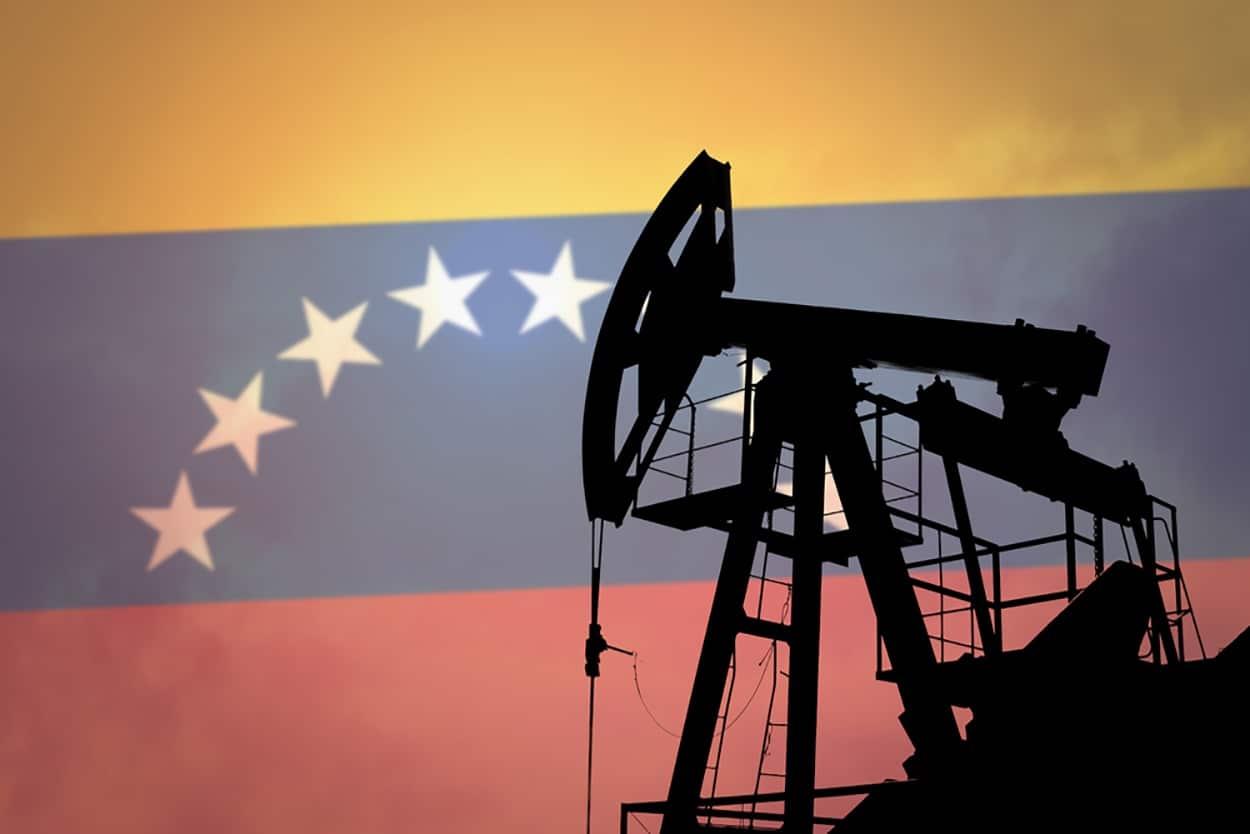 Venezuela & China Sign Billions in Development Deal