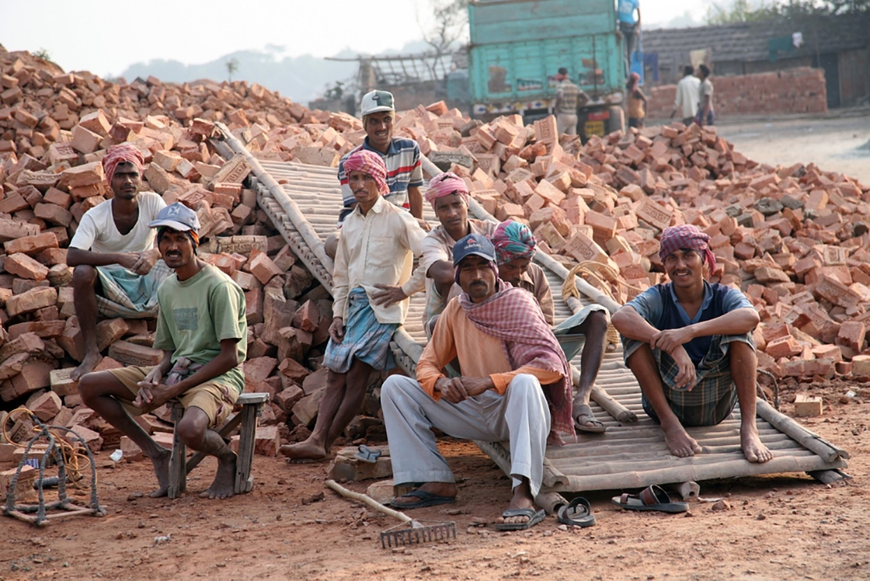 shutterstock_215187724-indian-construction-workers.jpg