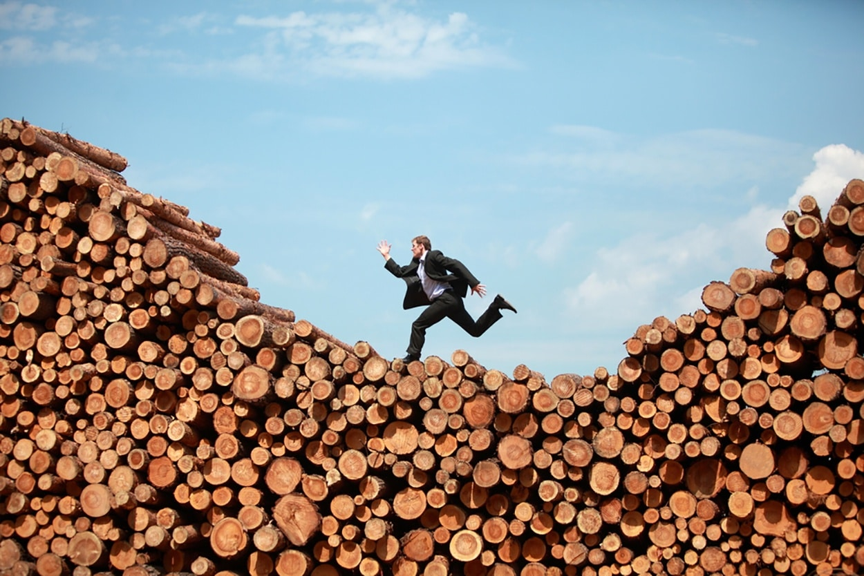 shutterstock_395189470-man-run-log.jpg