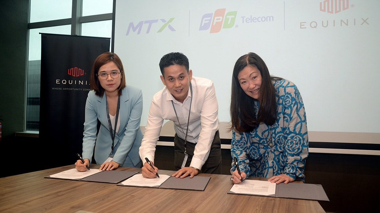 Equinix-FPT-MTX-signing-ceremony1.jpg