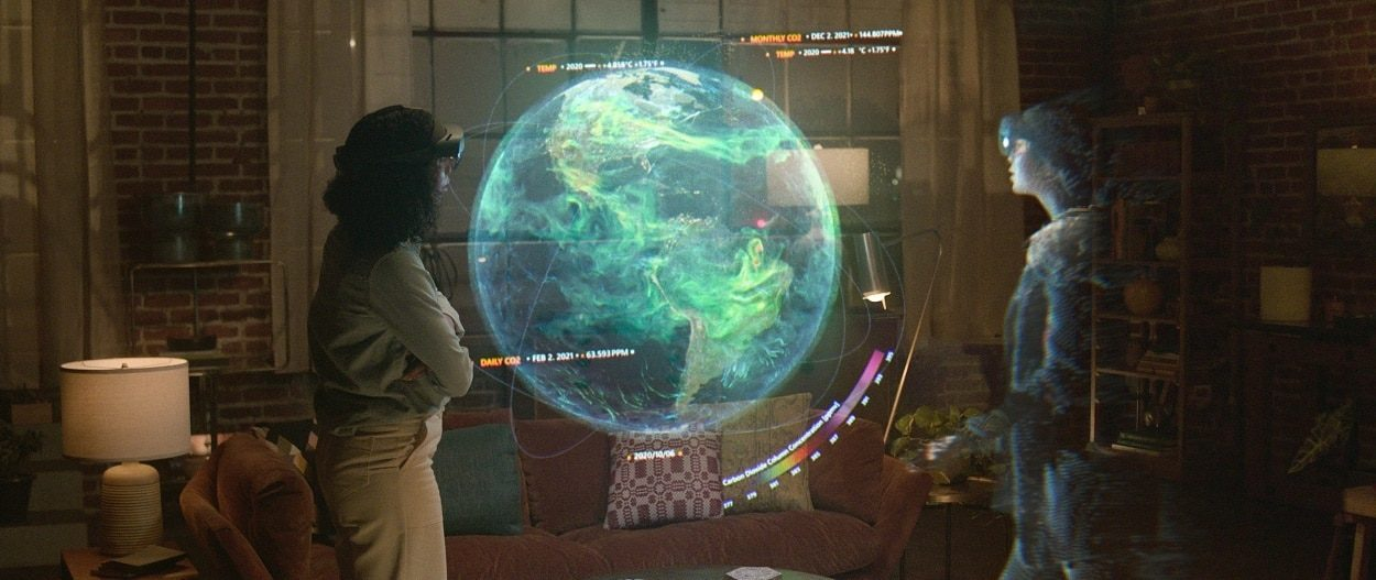 Microsofts-Holoportation-Makes-You-Present-When-Youre-Not-e1629256424354.jpg